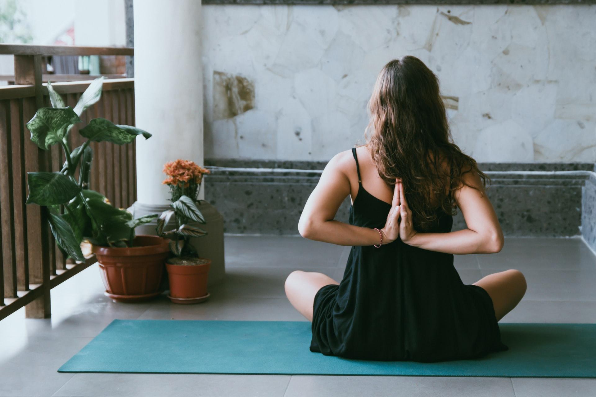 easy yoga poses for meditation
